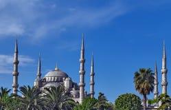 Błękitni meczetu sześć minarety i osiem drugorzędni kopuł, Istanbuł, Su Obrazy Royalty Free