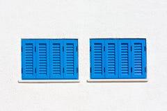 Błękitni okno na białej ścianie Obraz Royalty Free