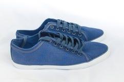 Błękitni sneakers Zdjęcia Stock