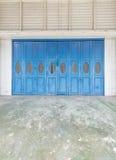 Błękitni starzy drzwi zdjęcie royalty free