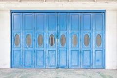 Błękitni starzy drzwi obraz royalty free
