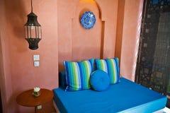 Błękitny łóżko Zdjęcia Royalty Free