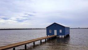 Błękitny Łódkowaty dom - Crawley krawędzi łodzi jata obraz royalty free