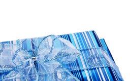 błękitny łęk boksuje prezent Obraz Royalty Free