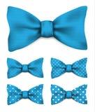 Błękitny łęku krawat z bielem kropkuje ustaloną realistyczną wektorową ilustrację ilustracja wektor