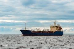 Błękitny ładunku tankowa statek fotografia royalty free