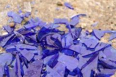 Błękitny łamający szkło na betonowej powierzchni - tekstura dla tła, projekt Obraz Stock