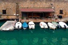 Błękitny łodzi parkować zdjęcie royalty free