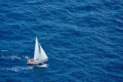 błękitny żeglowania denny jacht Fotografia Stock
