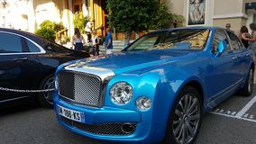Błękitny Bentley Mulsanne zbiory wideo