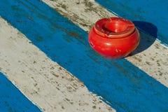 Błękitny bielu stół Zdjęcie Royalty Free