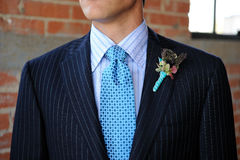 błękitny boutonniere błękitny kostiumu krawat Zdjęcie Royalty Free