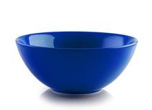 Błękitny ceramiczny puchar na białym tle fotografia royalty free