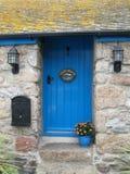 Błękitny chałupy drzwi Zdjęcie Stock