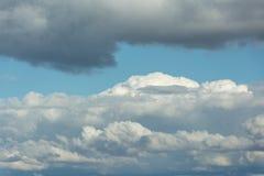 błękitny chmur kopii puszysty nieba przestrzeni biel Obrazy Royalty Free