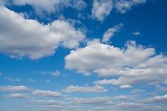 błękitny chmurny niebo Obrazy Royalty Free