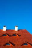 błękitny czerwieni dachu nieba okno Zdjęcie Stock