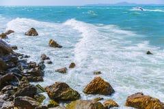 Błękitny denny koszt Pattaya oceanu fala obrazy stock