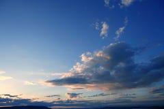 błękitny dramatycznego wieczór czerwony nieba zmierzch Zdjęcie Stock