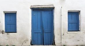 Błękitny drewniany drzwi zdjęcie royalty free