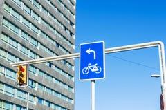 błękitny drogowy znak Zdjęcie Royalty Free