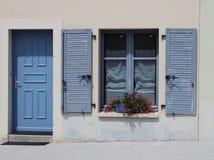 Błękitny drzwi i zamykający okno Zdjęcia Stock