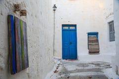 Błękitny drzwi w greckiej wyspie zdjęcia royalty free