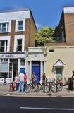 Błękitny drzwi w Notting wzgórzu fotografia stock