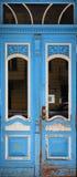 błękitny drzwiowy stary zdjęcia stock