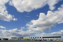 błękitny dzień Europe autostrady drogowa pogodna opłata drogowa Obraz Royalty Free
