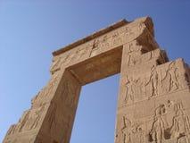 błękitny egipcjanin zostaje niebo świątynię Zdjęcia Royalty Free