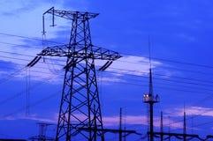 błękitny elektryczny elektryczności władzy pilonu nieba przekaz Zdjęcia Royalty Free