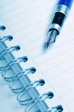 błękitny fontanny notatnika pióro Obrazy Stock