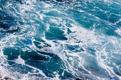błękitny głębokiego oceanu złowieszcza woda Obrazy Royalty Free