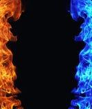 Błękitny i czerwony ogień na czerni zdjęcia stock