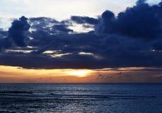 Błękitny i Pomarańczowy oceanu zmierzch Obrazy Royalty Free