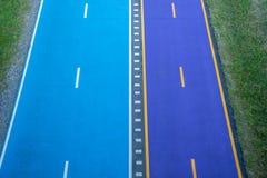 Błękitny i purpurowy rowerowy pas ruchu Obrazy Royalty Free