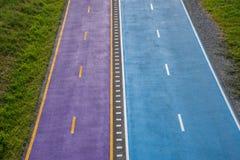 Błękitny i purpurowy rowerowy pas ruchu Zdjęcia Royalty Free