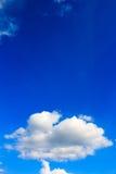 błękitny jaskrawy chmur nieba biel Obraz Stock