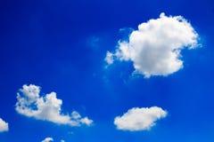 błękitny jaskrawy chmur nieba biel Zdjęcie Royalty Free