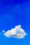 błękitny jaskrawy chmur nieba biel Zdjęcie Stock