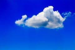 błękitny jaskrawy chmur nieba biel Obraz Royalty Free