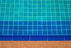 błękitny jaskrawy jasna basenu dopłynięcia woda Zdjęcia Stock