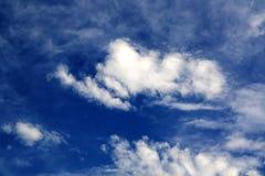 błękitny jaskrawy niebo Obraz Royalty Free
