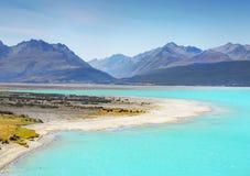 Błękitny jeziora i Alps pasmo górskie obraz royalty free