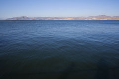 błękitny jeziorne wody Zdjęcia Stock
