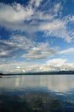 błękitny jeziorny niebo Zdjęcia Royalty Free
