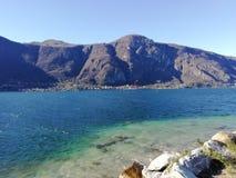 Błękitny jezioro, Italy obraz stock
