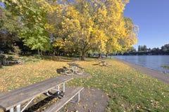 Błękitny jezioro park przy zmierzchem Oregon Zdjęcia Stock