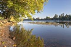 Błękitny jezioro park przy zmierzchem Oregon Fotografia Stock